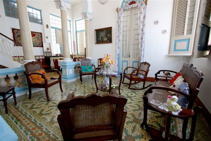 Colonial House in Downtown - REM003 - Remedios - Casa