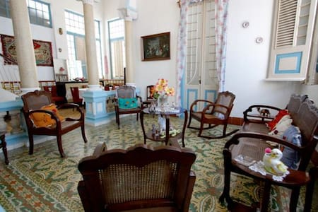 Colonial House in Downtown - REM003 - Remedios