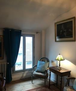 Chambre dans jolie maison/ Petit déjeuner compris