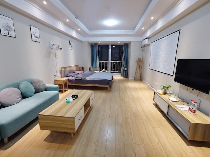 【好马公寓】水木年华100寸投影大床房 万达广场公寓大床房