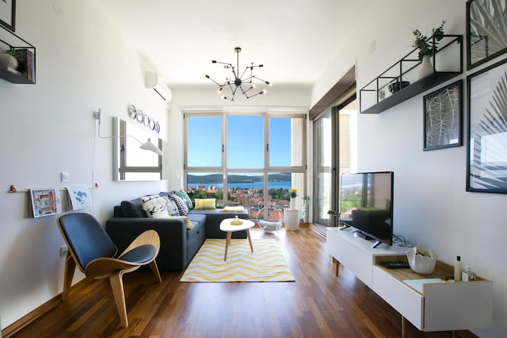 Instaworthy designer flat with stunning sea views