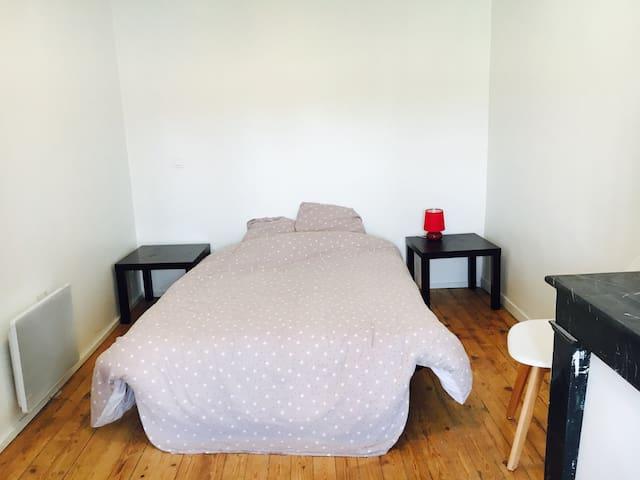 Jolie Chambre 15m2 dans maison - Lesparre-Médoc - Dům