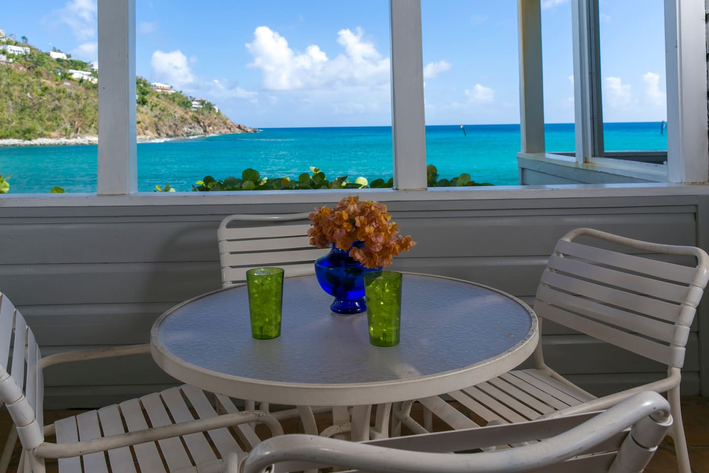Waterfront Studio Condominium for 2-4 Guests.  Walk to Cruz Bay shopping and restaurants. Snorkel out front or visit National Park Beaches. With queen bed and second queen bed in  loft fun for kids and other guests' Contact me to hold your dates.