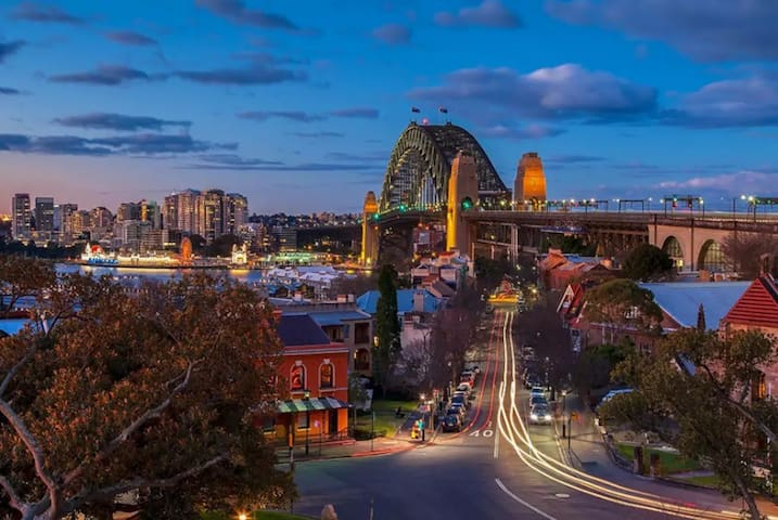 Sydney Harbour Bridge 5 minutes walk