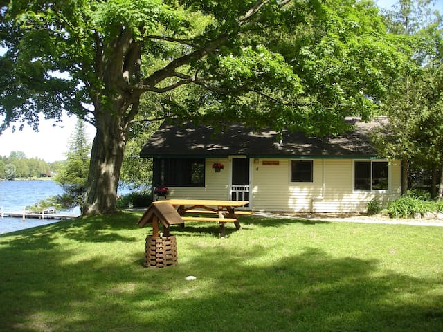 Knotty Pine Cabin on the lake