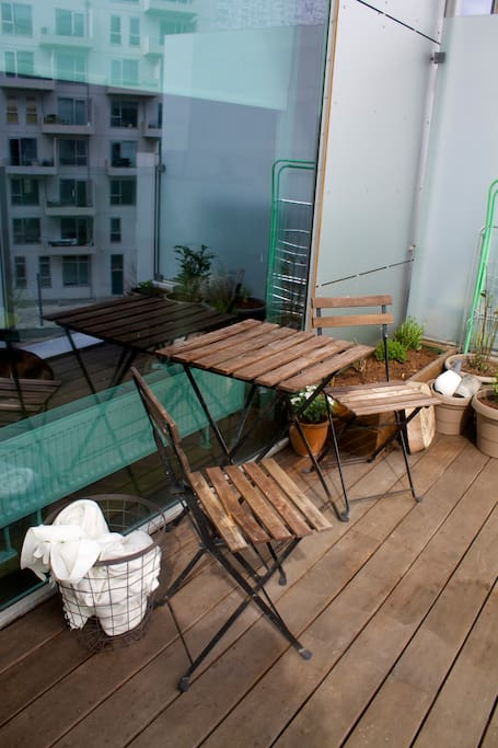 8 m2 balcony with morning sunight