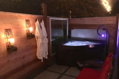 AMANTE LUXURY - Garden Cottage  private HOT TUB