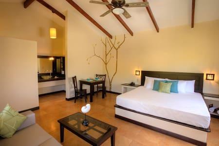 Spacious pool front jr. suite - Playa El Tunco