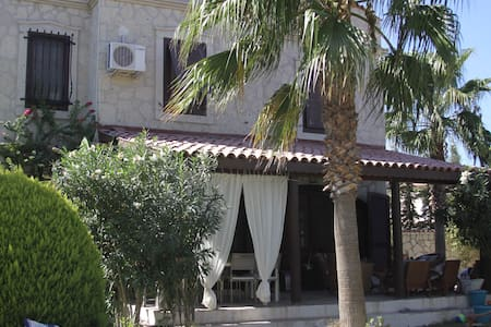 Family villa by surf clubs - Alaçatı - Villa
