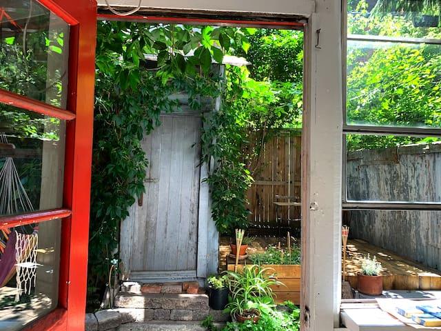 Montréal:Logement avec jardin privé-1 mois minimum
