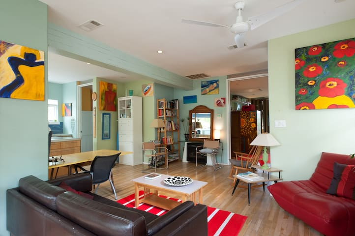 Quiet & Cozy 3/2 House Near SoCo! - Austin - Maison