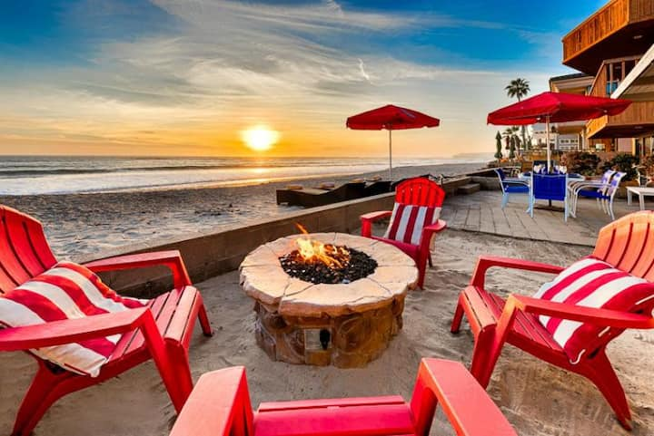 25% OFF THRU DEC - Beautiful Beachfront Cottage, Views + Private Jacuzzi