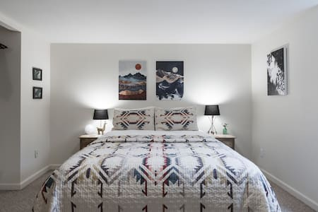 Northwest Meets Southwest in Cozy SE PDX Suite