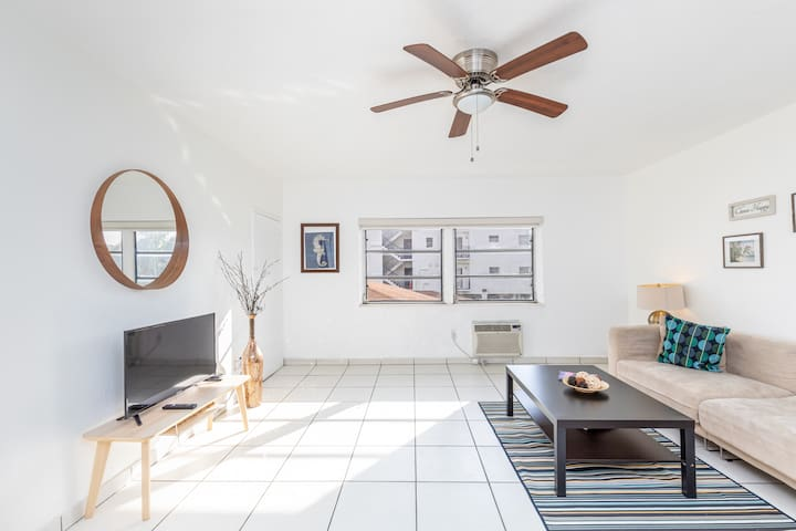 Delightful apartment within 2 miles from the beach