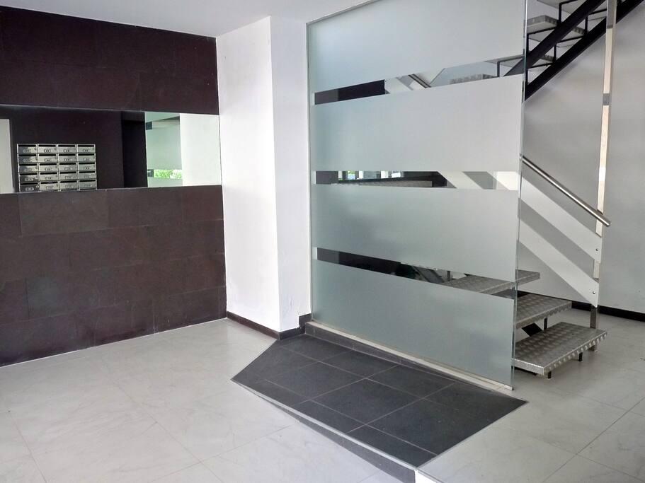 Edificio reformado con ascensor