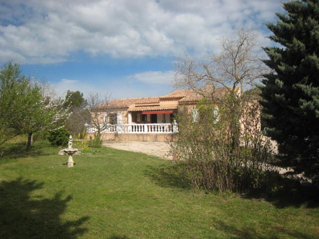 Beautiful Villa with  swimming pool - Rians - Hus
