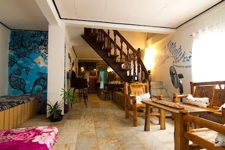 GoSurfari House+breakfast(mixed shared fan room)1 - Baler - Talo
