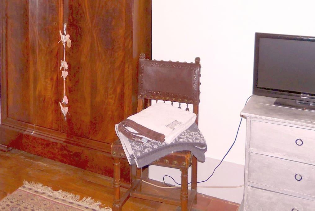 Savourez le confort : Rangements... TV, wifi... et linge fourni !