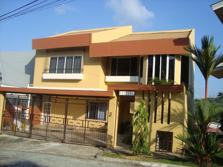 Habitación Amplia y centrica