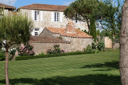 Chambres d'hôtes au Logis du Bourg - Le Tablier - Bed & Breakfast