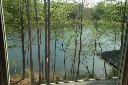 Top floor apartment on Pond - Mooresville