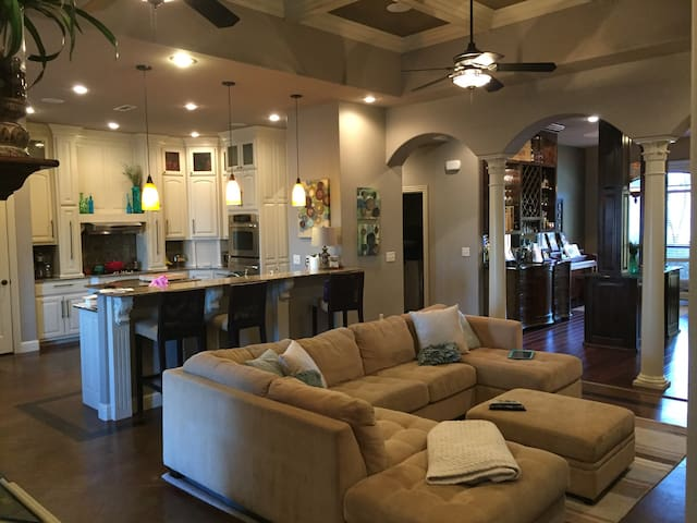 Custom Home // On Golf Course - Fayetteville - Hus