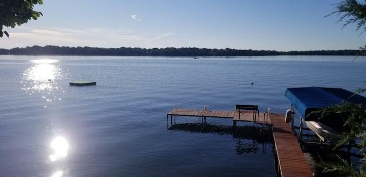 Lake shore cottage on beautiful Rock Lake