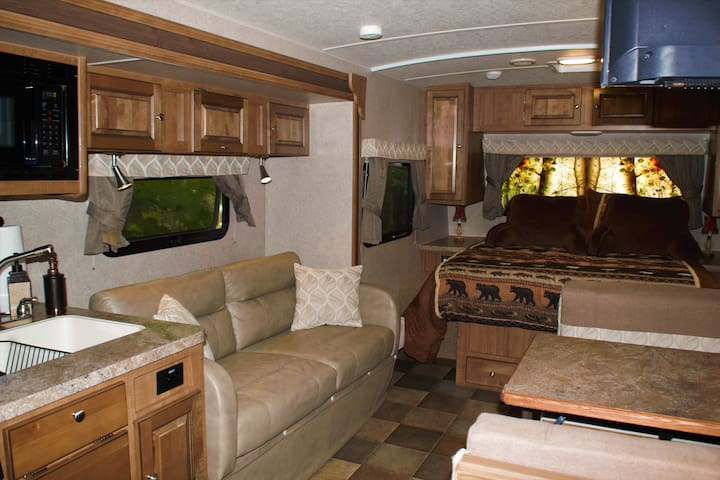 The Campfire Suite - Traverse City 25 foot camper