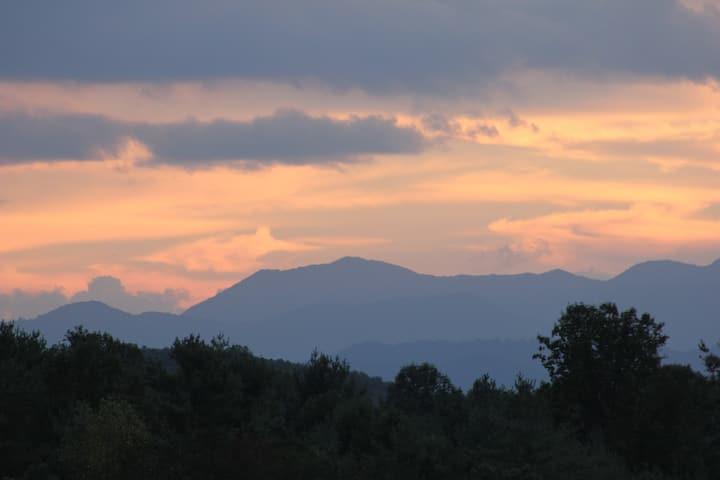 Mountain View Home, 15 min. to Asheville