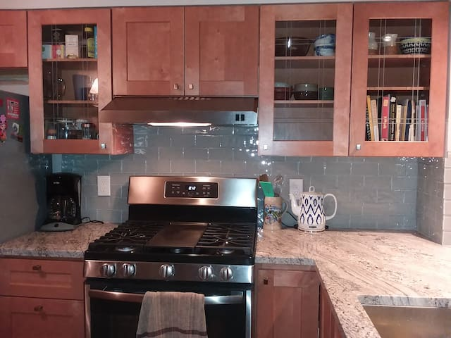 In town, 2Bd/1.5Ba townhome