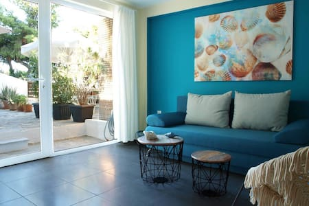 Luxury 2 Bedroom Apartment with Garden by BluPine