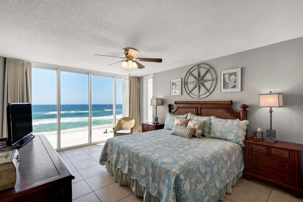 Wake up to a view of the gulf!