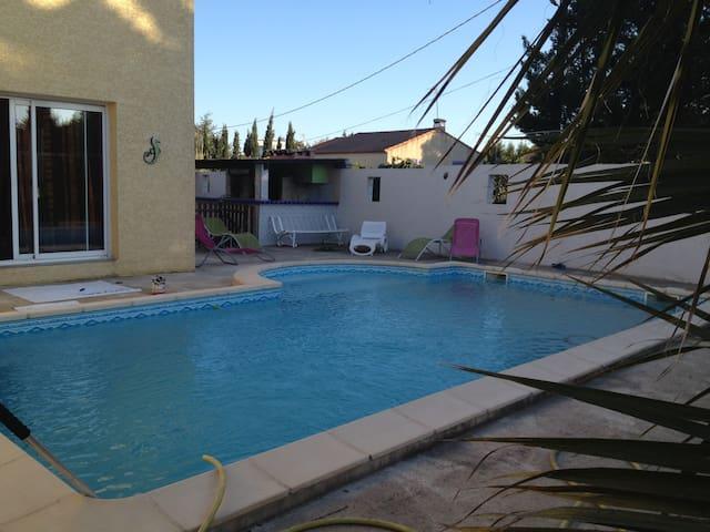 Villa avec piscine et jardin  - Espondeilhan - Huis