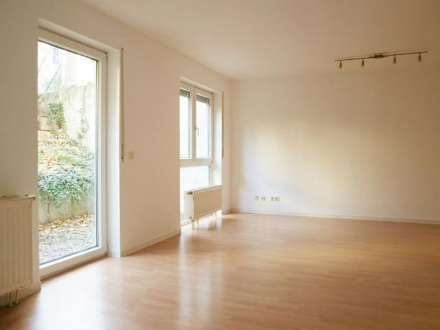 Centrally located/great connected/ quiet Apartment