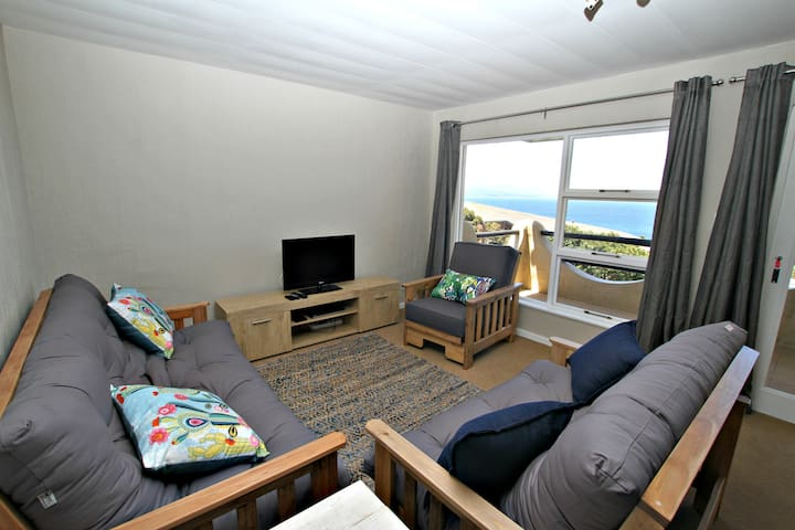 Central Apartment with Great Views, Secure Parking