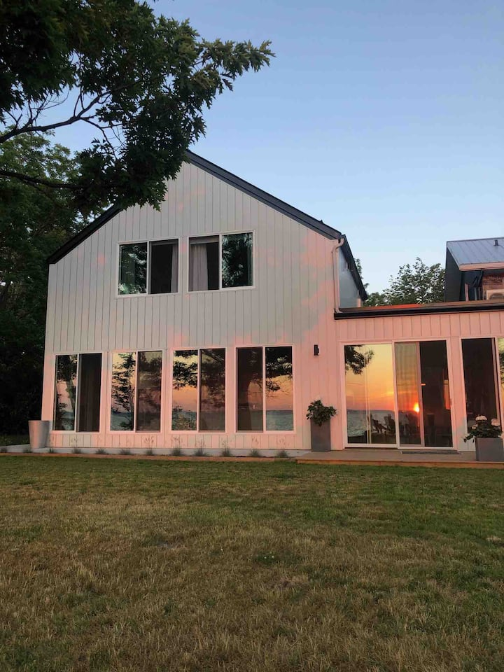 Prince Edward Home with Fabulous Sunsets