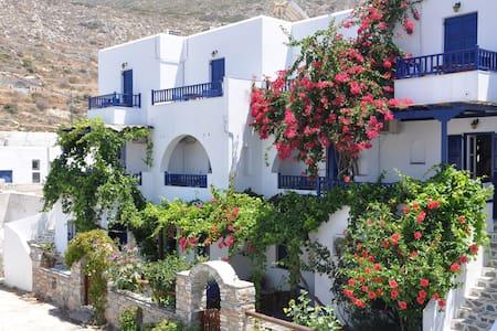Nostos Studios in a relaxing spot - Aegiali