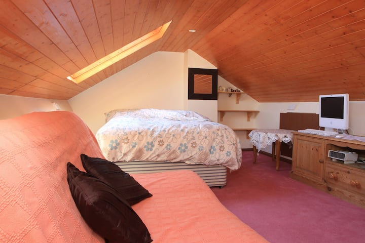 Comfy loft near Watermead Lake