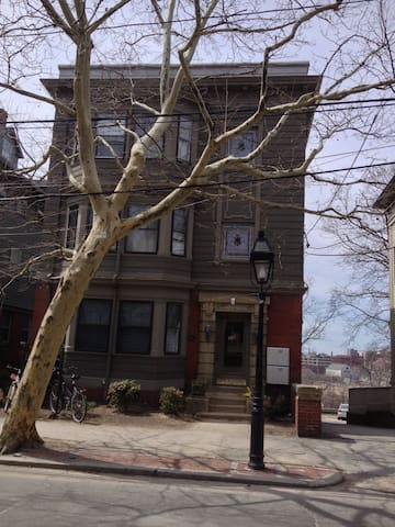 SPACIOUS BENEFIT STREET APARTMENT - Providence - Appartement