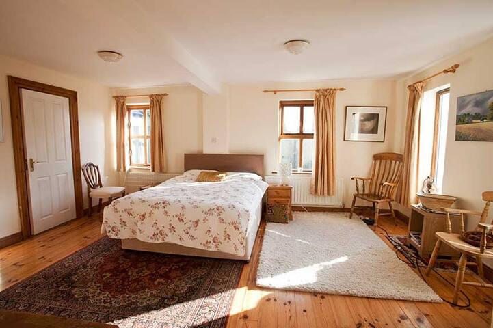 Large Double Room Near Sea. - Westport - Dům