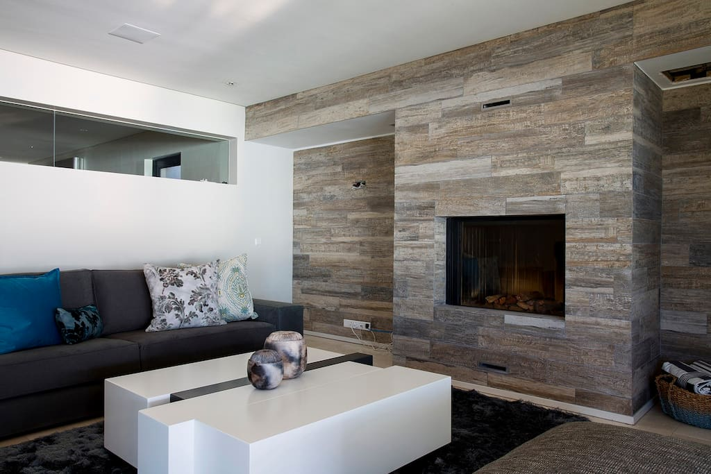 Chill-out Lounge with fireplace