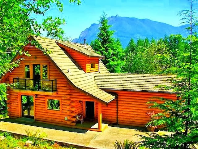 180° OMG Views @ Luxurious Riverfront Log Home - North Bend - Cabin