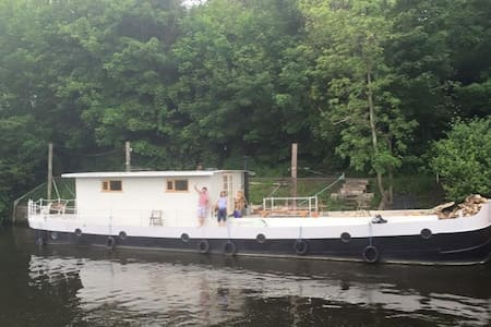 75ft Barge at Hampton Court, Wimbledon, Twickenham - Hampton Court