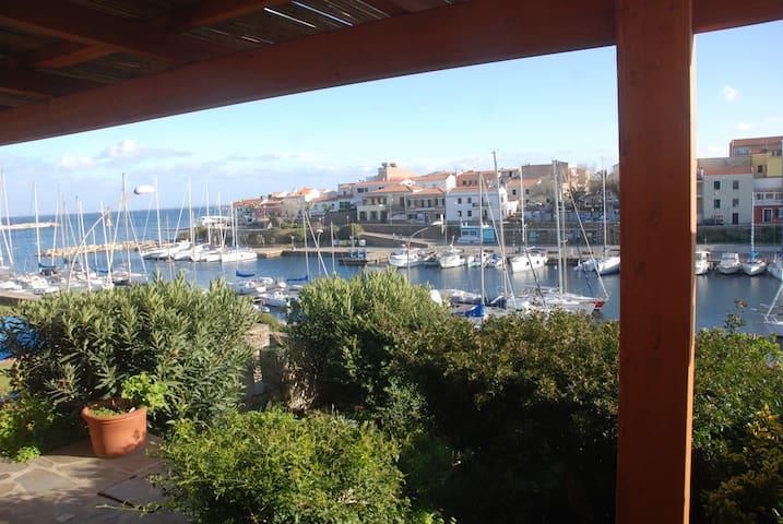 Casa sul porto di stintino maisons louer stintino for Piani casa carina