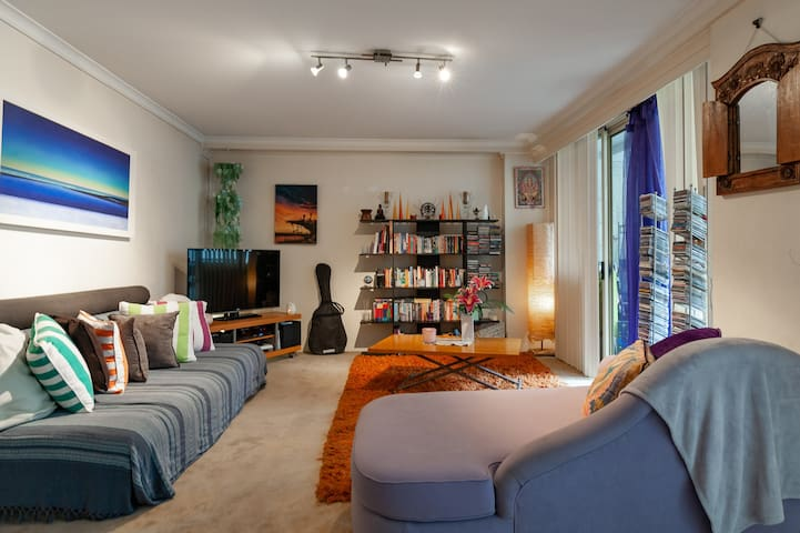 Secure Apartment in handy Darling Harbour location