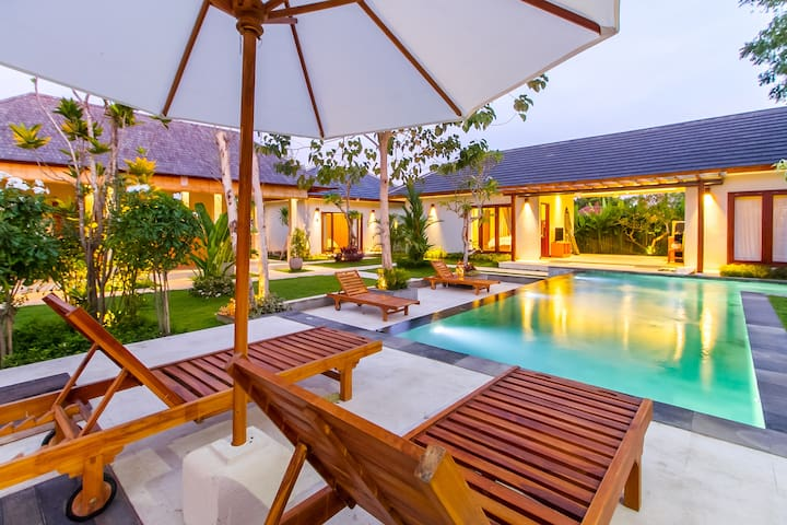 Dinar Hills • Tropical Suite at the Heart of Bukit
