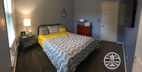 The Barnhouse!! - Quiet Queen room $0 Cleaning Fee