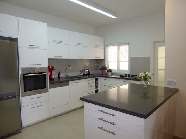 Newly renovated, very central! - Ra'anana - Appartement