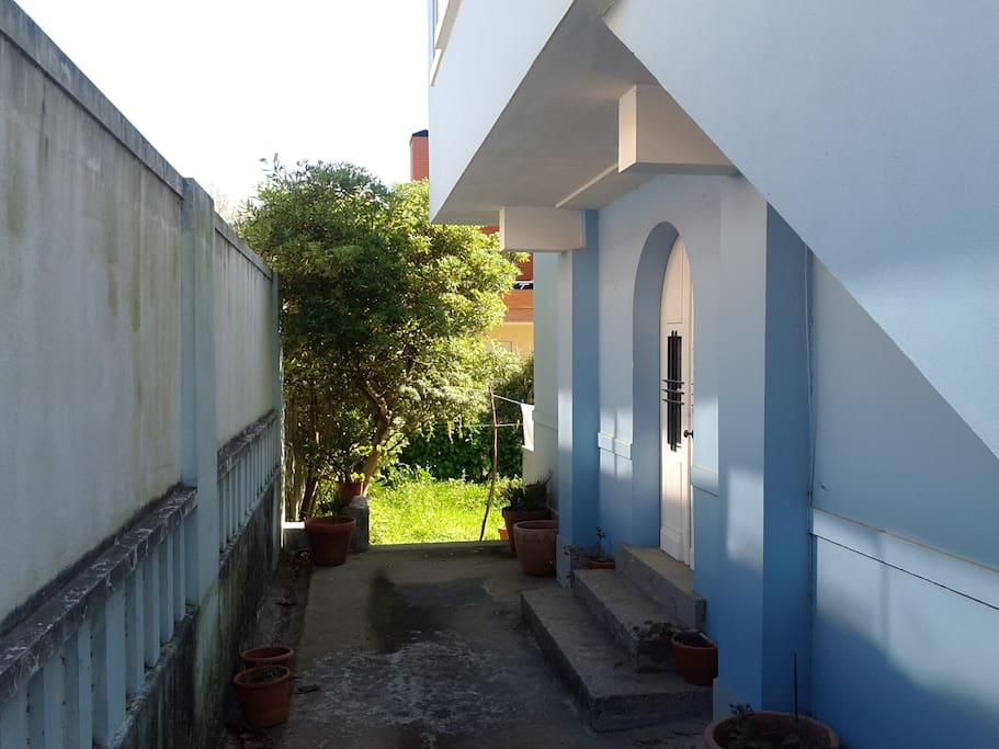 Entry of the house (Entrada do apartamento).