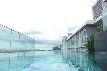 1BR CORNER BTS SUKHUMVIT BANGCHAK FREE FAST WIFI - Bangkok - Lejlighed